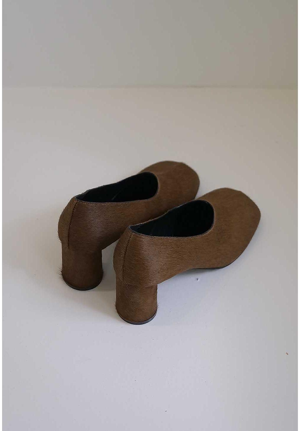 신발 브라운 색상 이미지-S3L17