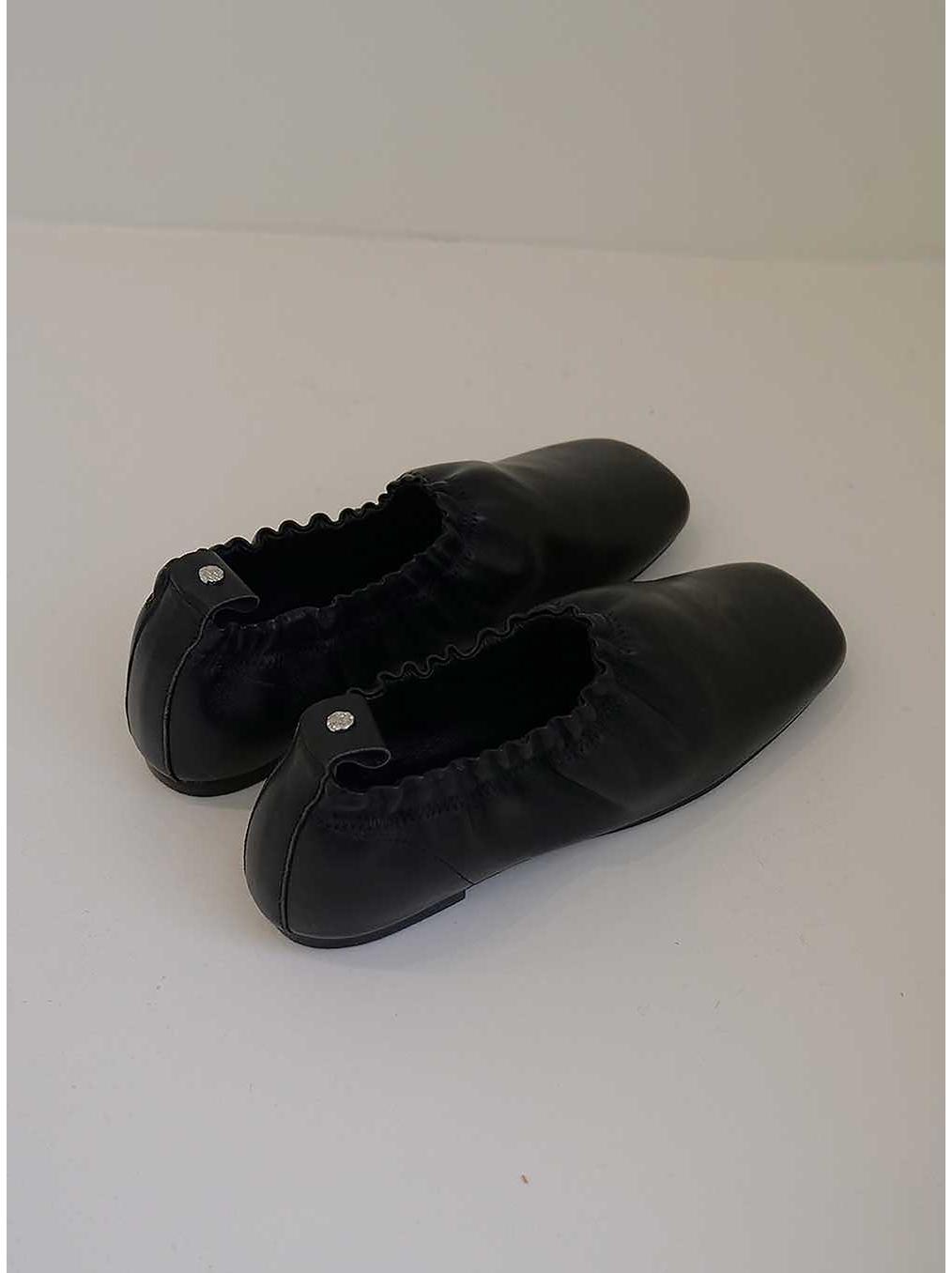 신발 차콜 색상 이미지-S2L17