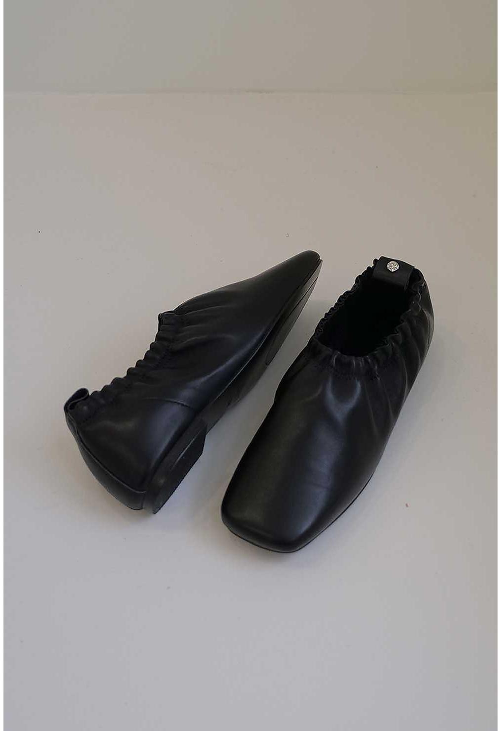 신발 차콜 색상 이미지-S2L18